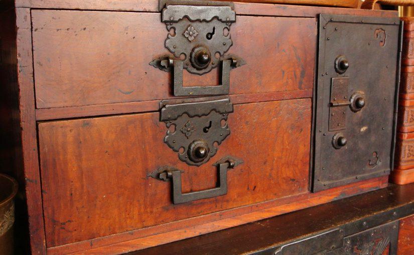 小樽市の古民家から時代知工箪笥を買取